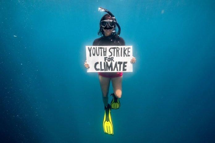 La protesta per il clima arriva sott'acqua