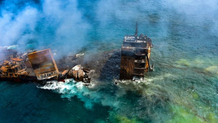 Disastro ambientale nel mare dello Sri Lanka